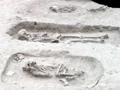 Csontok, csatok, négyezer év | A pécsi Kossuth tér alatt a régészeti leletek